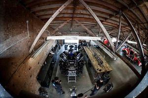 #10 Konica Minolta Cadillac DPi-V.R. Cadillac DPi, DPi: Renger Van Der Zande, Ryan Briscoe