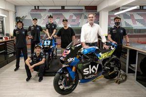 """Marco Bezzecchi, Luca Marini, Andrea Migno, Celestino Vietti, Alessio """"Uccio"""" Salucci, Responsabile VR46 Academy, Giovanni Fassi, Presidente Fassi, Pablo Nieto, Team Manager Sky Racing Team VR46"""