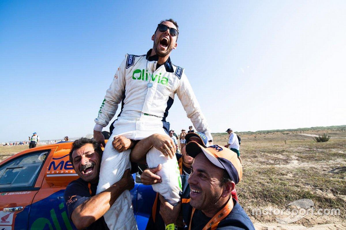 Lucas Moraes comemorando o título do Sertões 2019