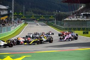 Esteban Ocon, Renault F1 Team R.S.20 and Alex Albon, Red Bull Racing RB16 battle at the start of the race