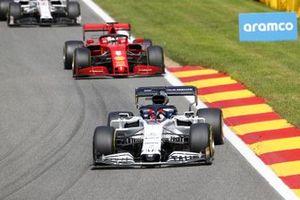 Daniil Kvyat, AlphaTauri AT01 and Sebastian Vettel, Ferrari SF1000