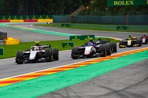 Luca Ghiotto, Hitech Grand Prix, precede Pedro Piquet, Charouz Racing System