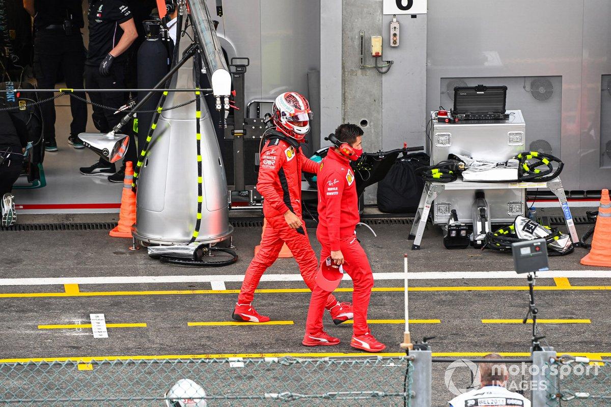 Charles Leclerc, Ferrari SF1000, in pit lane dopo la Q2