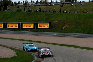 #99 Herberth Motorsport Porsche 911 GT3 R: Robert Renauer, Sven Müller, #22 Toksport WRT Mercedes-AMG GT3 Evo: Maro Engel, Luca Stolz