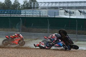 La caduta di Tom Sykes, BMW Motorrad WorldSBK Team,