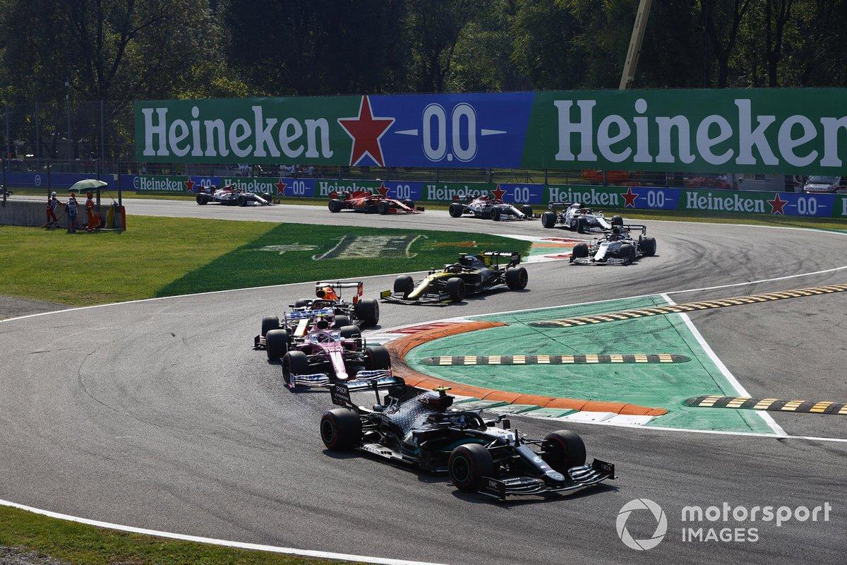Valtteri Bottas, Mercedes F1 W11, Lance Stroll, Racing Point RP20, Max Verstappen, Red Bull Racing RB16, and Esteban Ocon, Renault F1 Team R.S.20, at the start