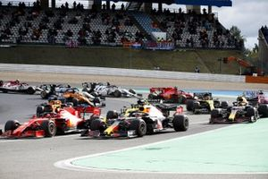 Charles Leclerc, Ferrari SF1000, Max Verstappen, Red Bull Racing RB16, Daniel Ricciardo, Renault F1 Team R.S.20, Esteban Ocon, Renault F1 Team R.S.20, and the remainder of the field at the start