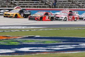 Clint Bowyer, Stewart-Haas Racing, Ford Mustang Rush Truck Centers / Cummins Martin Truex Jr., Joe Gibbs Racing, Toyota Camry Bass Pro Shops