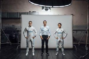Stoffel Vandoorne, Mercedes-Benz EQ Formula E Team, und Nyck De Vries, Mercedes-Benz EQ Formula E Team, mit Ian James
