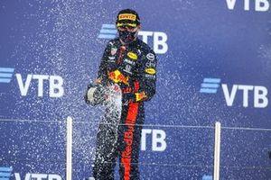 Max Verstappen, Red Bull Racing, op het podium in Sochi