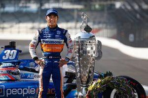 Winner Takuma Sato, Rahal Letterman Lanigan Racing Honda