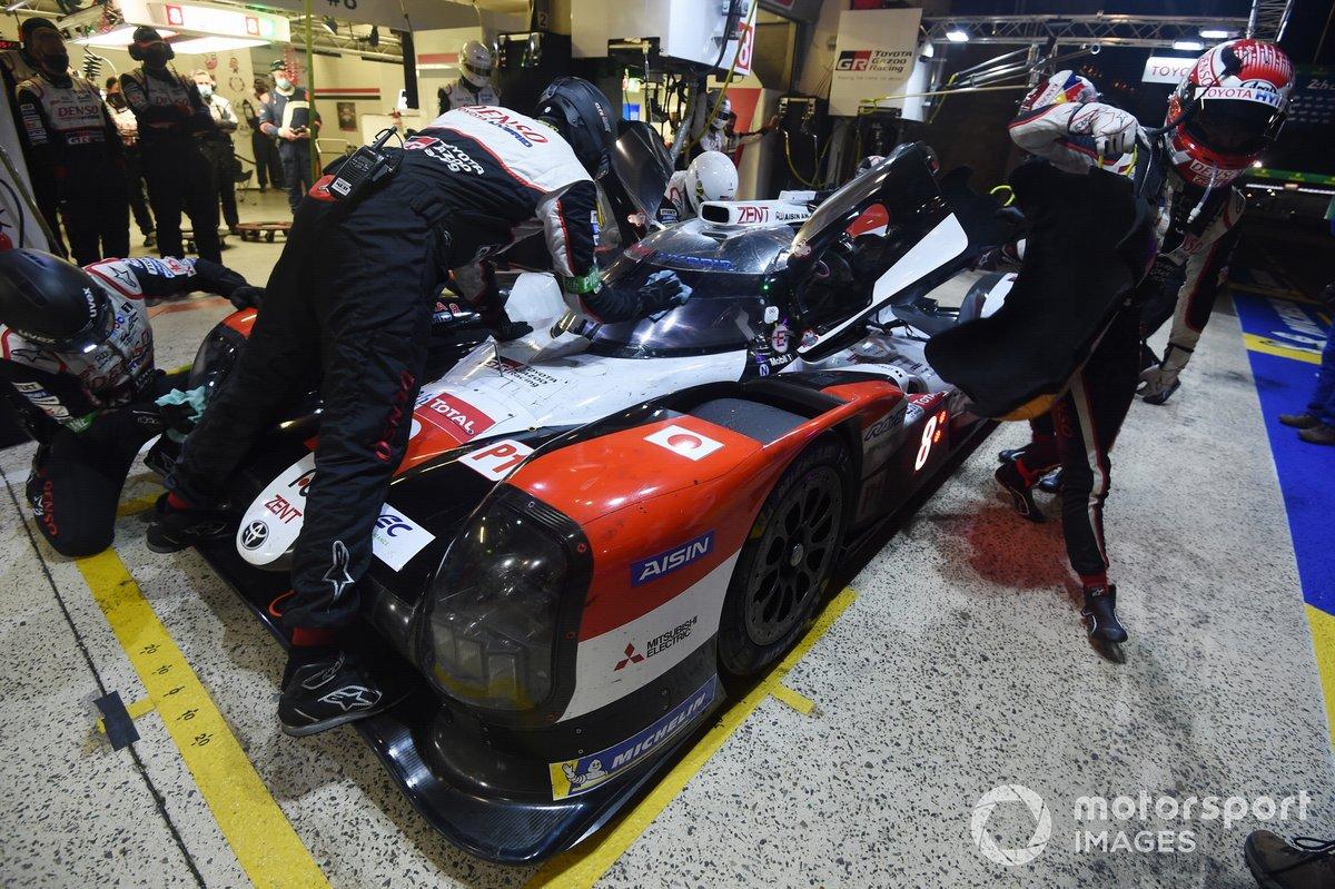 Pitstop #8 Toyota Gazoo Racing Toyota TS050: SŽbastien Buemi, Kazuki Nakajima, Brendon Hartley