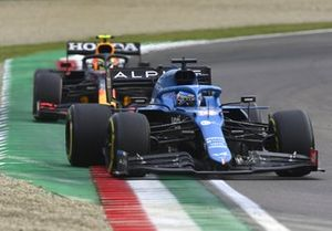 Fernando Alonso, Alpine A521, Sergio Perez, Red Bull Racing RB16B