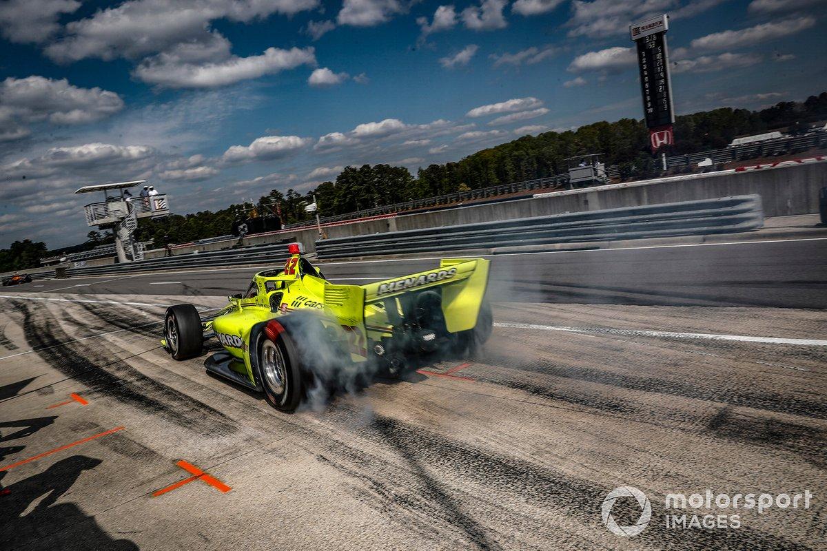 Simon Pagenaud, Team Penske Chevrolet, pit stop