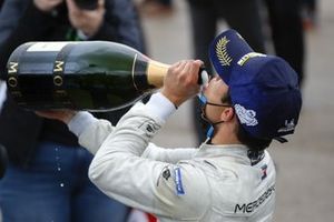 Nyck de Vries, Mercedes-Benz EQ , 1st position, drinks his Champagne