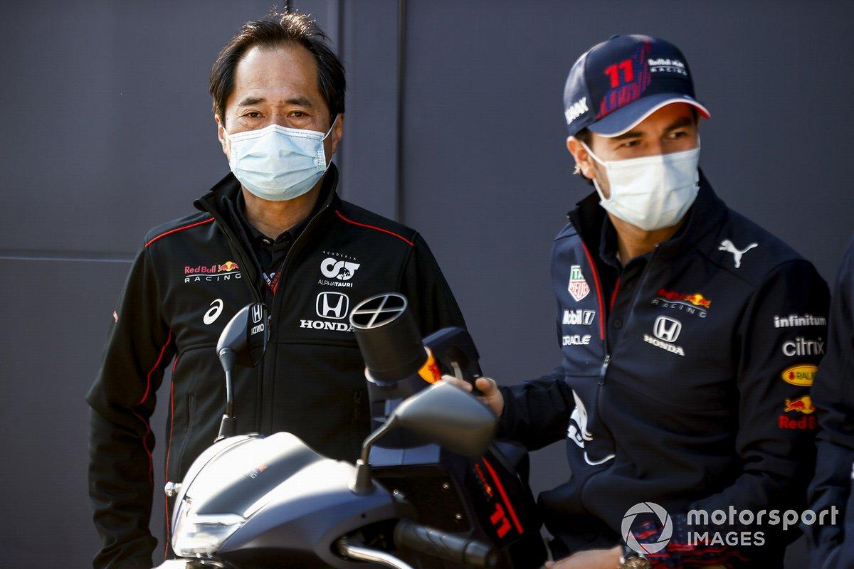 Toyoharu Tanabe, director técnico de Honda F1 y Sergio Pérez, Red Bull Racing