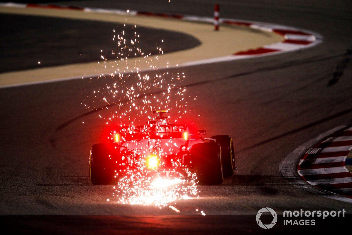 Kevin Magnussen, Haas VF-20 sacando chispas