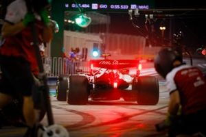 Antonio Giovinazzi, Alfa Romeo Racing C39, leaves the pits