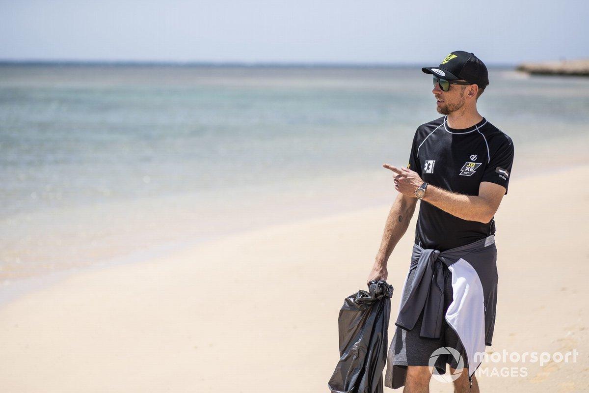 Jenson Button, JBXE Extreme-E Team, en la limpieza de la playa