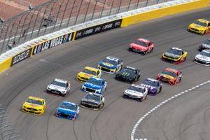 Joey Logano, Team Penske, Ford Mustang Shell Pennzoil, Kyle Larson, Hendrick Motorsports, Chevrolet Camaro HendrickCars.com