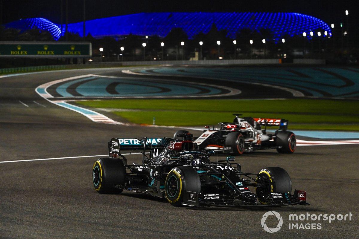 Lewis Hamilton, Mercedes F1 W11, Pietro Fittipaldi, Haas F1 Haas VF-20