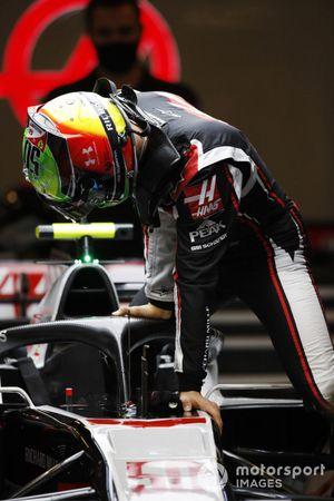 Mick Schumacher, Haas VF-20, enters his cockpit