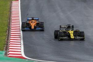 Daniel Ricciardo, Renault F1 Team R.S.20, Carlos Sainz Jr., McLaren MCL35