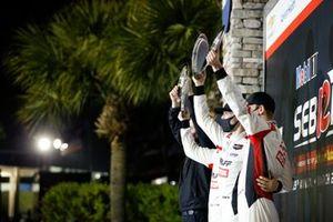 Podio: #9 PFAFF Motorsports Porsche 911 GT3R, GTD: Zacharie Robichon, Laurens Vanthoor, Lars Kern