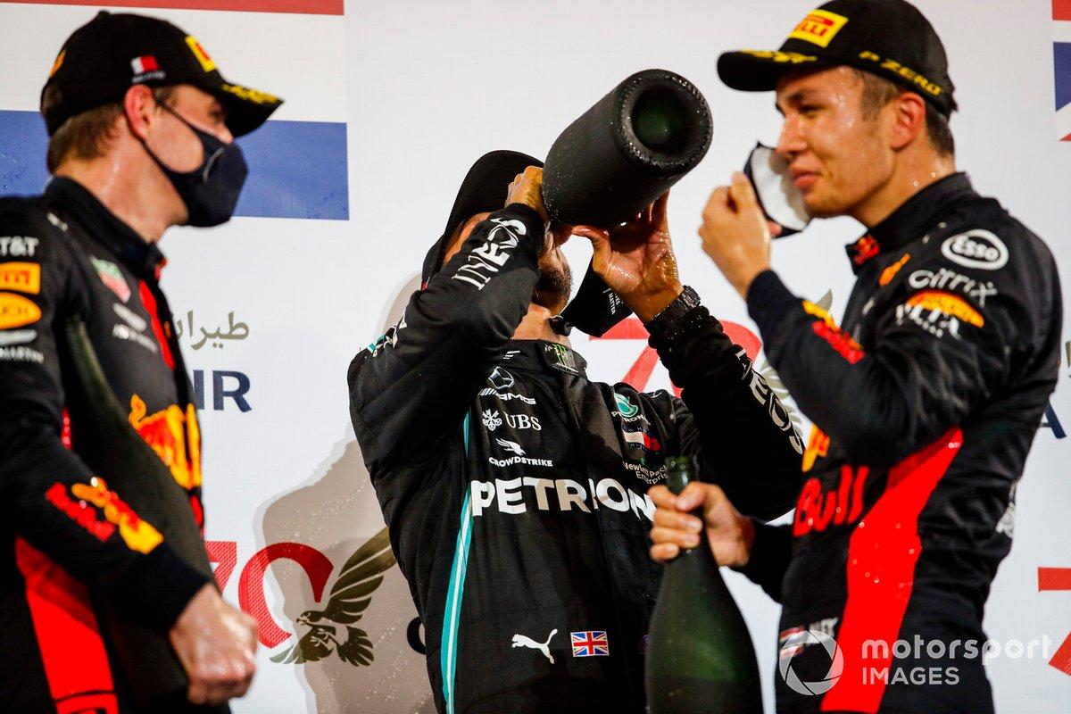 Podio: segundo lugar Max Verstappen, Red Bull Racing, ganador Lewis Hamilton, Mercedes-AMG F1 y el tercer lugar Alex Albon, Red Bull Racing