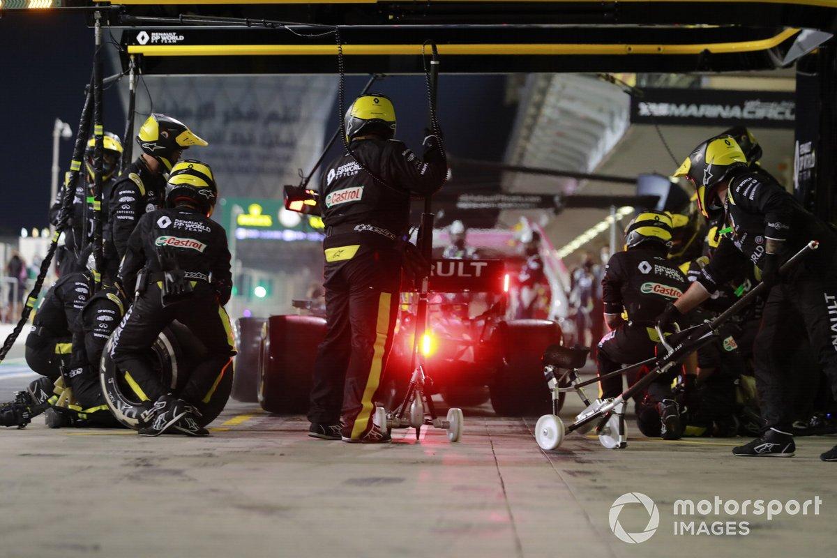 Daniel Ricciardo, Renault F1 Team R.S.20, ai box