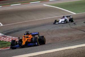 Carlos Sainz Jr., McLaren MCL35 , Daniil Kvyat, AlphaTauri AT01