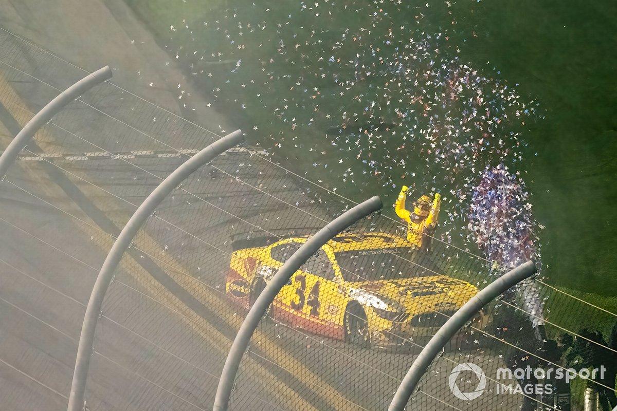Ganador de la carrera Michael McDowell, Front Row Motorsports, Ford Mustang Love's Travel Stops