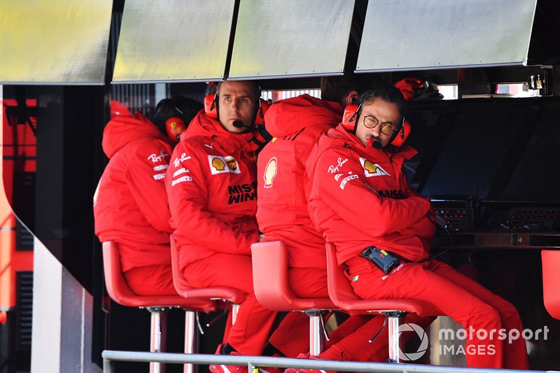 Laurent Mekies, Sporting Director, Ferrari, sul pit wall