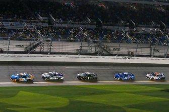 William Byron, Hendrick Motorsports, Chevrolet Camaro Axalta 'Color of the Year' and Ty Dillon, Germain Racing, Chevrolet Camaro GEICO