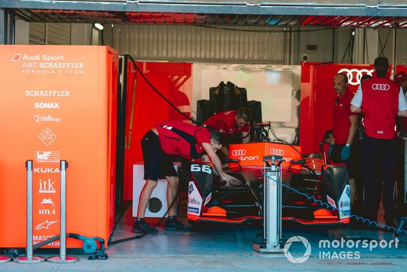 Mechanics work on Daniel Abt, Audi Sport ABT Schaeffler, Audi e-tron FE06
