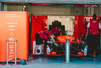 Mechanics work on Daniel Abt, Audi Sport ABT Schaeffler, Audi e-tron FE06