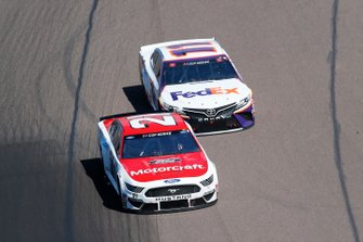 Matt DiBenedetto, Wood Brothers Racing, Ford Mustang Motorcraft/Quick Lane, Denny Hamlin, Joe Gibbs Racing, Toyota Camry FedEx Freight