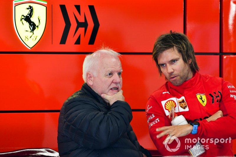 Norbert Vettel nel garage della Ferrari