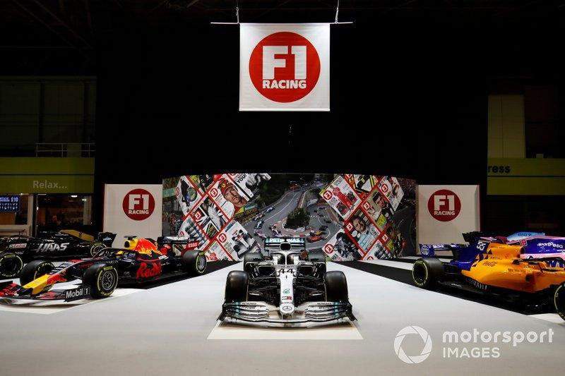 Un Mercedes AMG F1 W10 en el stand de F1 Racing