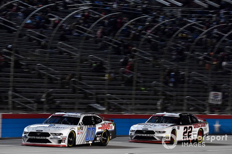 Cole Custer, Stewart-Haas Racing, Ford Mustang Thompson Pipe Group and Austin Cindric, Team Penske, Ford Mustang Discount Tire