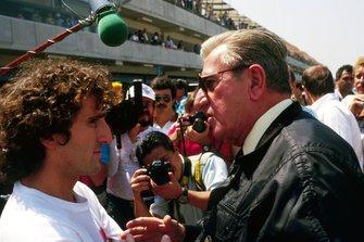 Alain Prost, McLaren parla con Jean Marie Balestre, President FISA, al GP del Messico del 1987