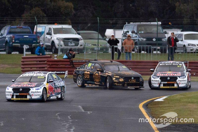 Shane van Gisbergen, Triple Eight Race Engineering Holden and Anton de Pasquale, Erebus Holden clash