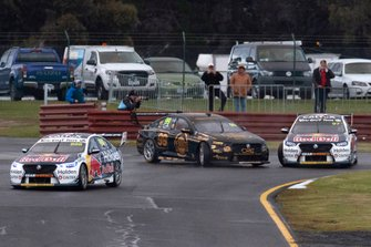 Shane van Gisbergen, Triple Eight Race Engineering Holden and Anton de Pasquale, Erebus Holden clash