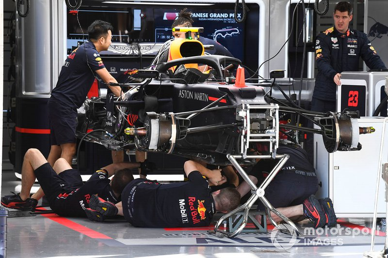 Mechanics working on Red Bull RB15
