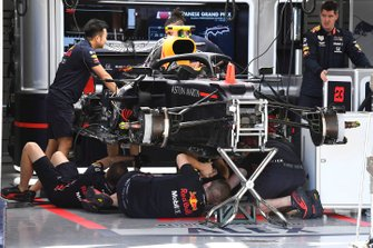 Mechanics working on Red Bull RB15