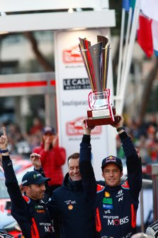 Podium: Winner Thierry Neuville, Nicolas Gilsoul, Hyundai Motorsport Hyundai i20 Coupe WRC