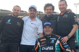 Альберт Льовера, Ферран Марко Алькайна и Марк Торрес, Petronas Team De Rooy Iveco, и Фернандо Алонсо, Toyota Gazoo Racing