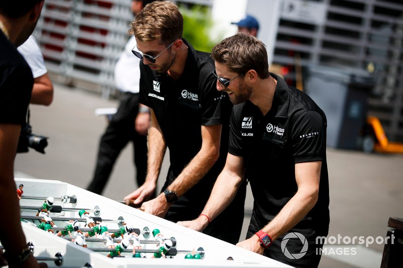 Romain Grosjean, Haas F1 plays table football