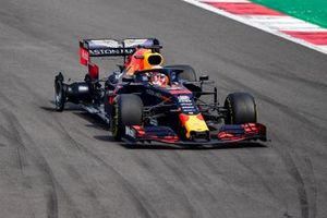 Max Verstappen, Red Bull Racing RB15 with a puncture