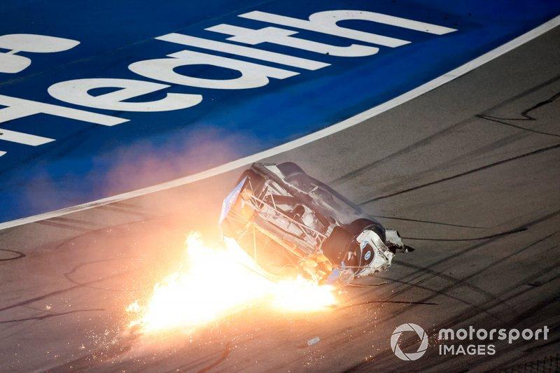 El accidente de Ryan Newman, Roush Fenway Racing, Ford Mustang Koch Industries en la última vuelta